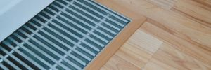 Zakončení laminátové podlahy u topného konvektoru